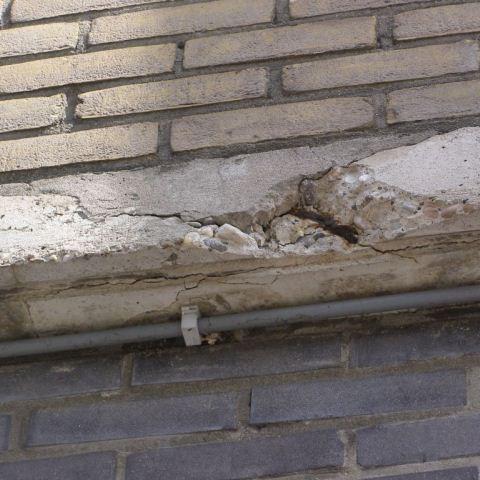 Renovatie betonbanden apotheek te Krommenie.